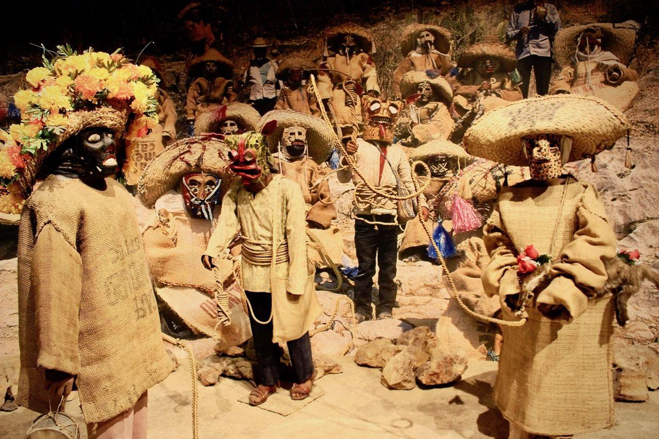 V druhém patře najdete expozici omexických kulturách