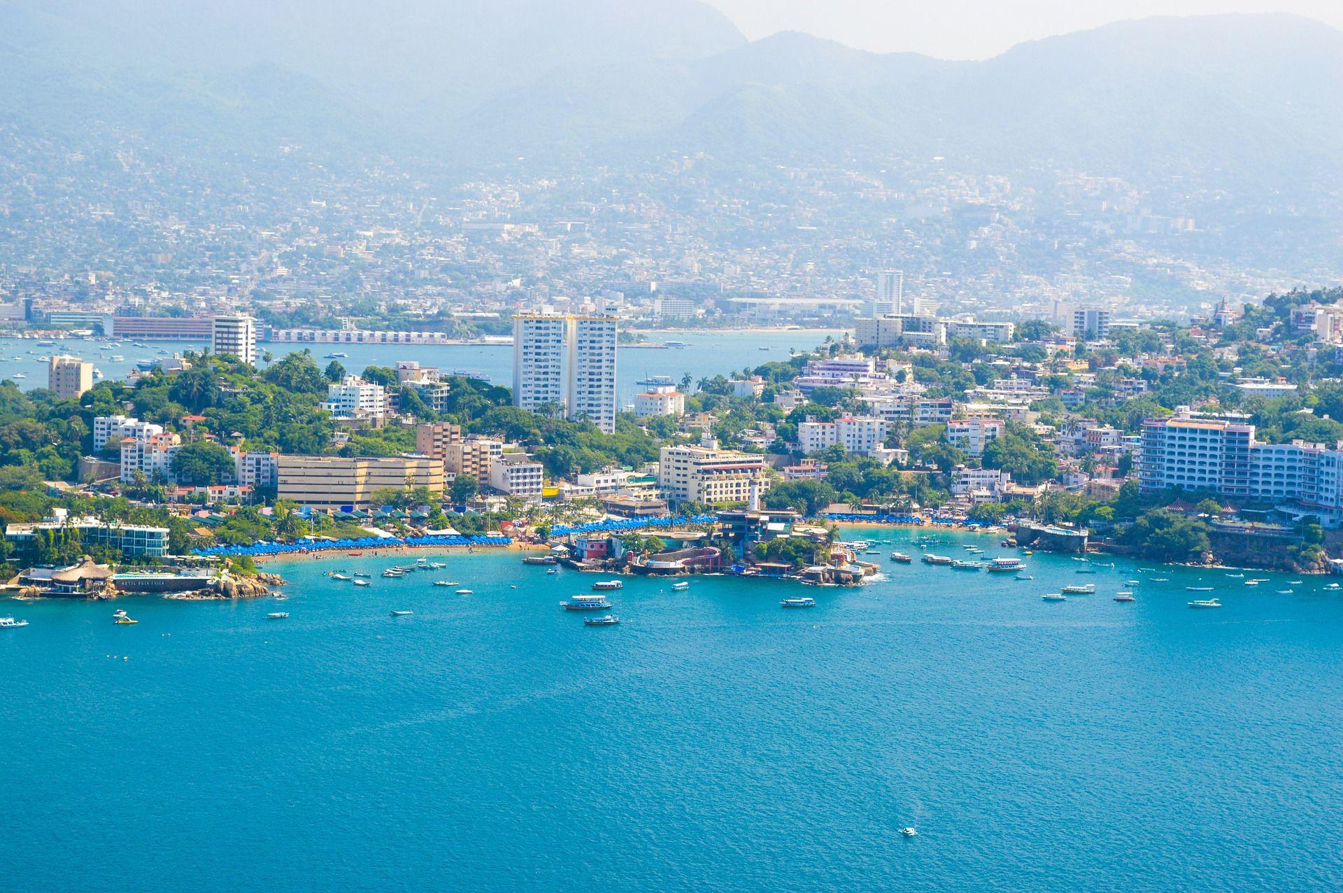 Acapulco je pořád pro Mexičany z hlavního města nejbližší pláží a místem, kde si užít nočního života