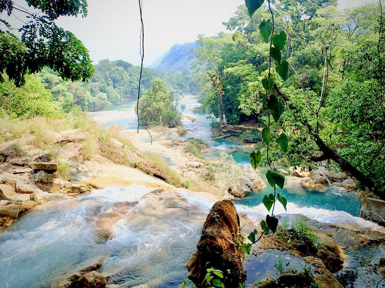 Agua Azul je jedním z nejznámějších turistických cílů Chiapas
