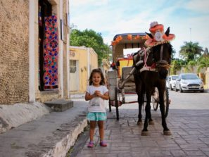 Projížďka kočárem v koloniálním městečku Izamal